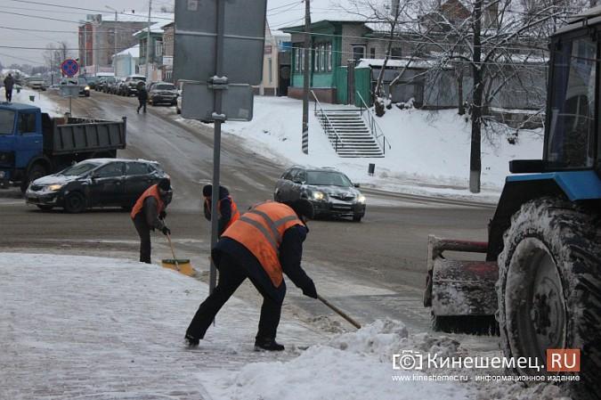 Ночной снегопад не стал тяжелым испытанием для коммунальщиков фото 19