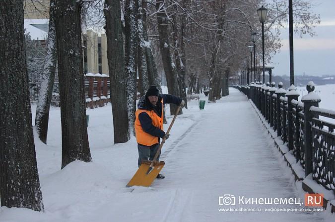 Ночной снегопад не стал тяжелым испытанием для коммунальщиков фото 12