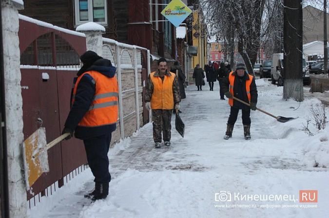 Ночной снегопад не стал тяжелым испытанием для коммунальщиков фото 2