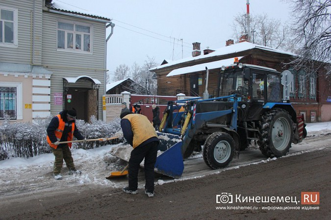 Ночной снегопад не стал тяжелым испытанием для коммунальщиков фото 5