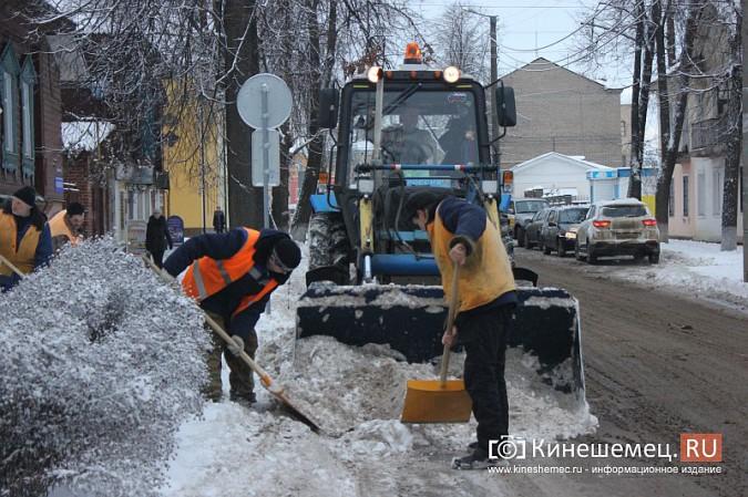 Ночной снегопад не стал тяжелым испытанием для коммунальщиков фото 4