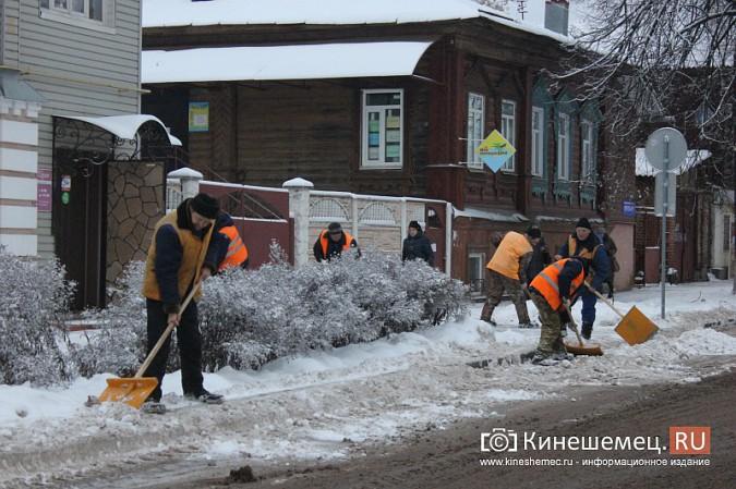 Ночной снегопад не стал тяжелым испытанием для коммунальщиков фото 7