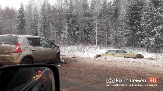 При столкновении иномарок на трассе Кинешма - Юрьевец есть пострадавшие фото 4