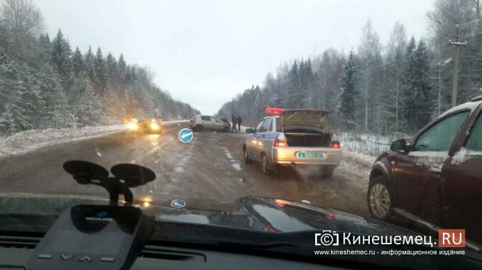 При столкновении иномарок на трассе Кинешма - Юрьевец есть пострадавшие фото 3