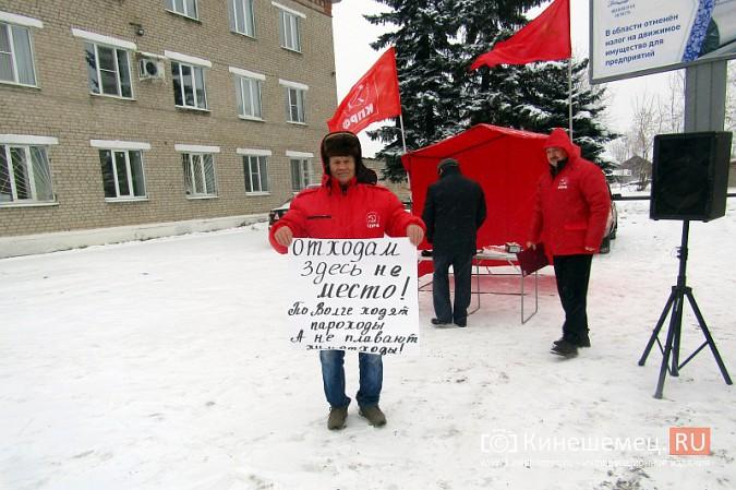 Денис Петров вышел к митингующим против заволжского могильника химотходов фото 3