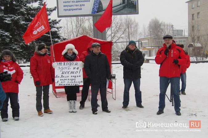 Денис Петров вышел к митингующим против заволжского могильника химотходов фото 7