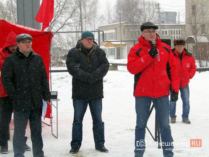 Денис Петров вышел к митингующим против заволжского могильника химотходов фото 6