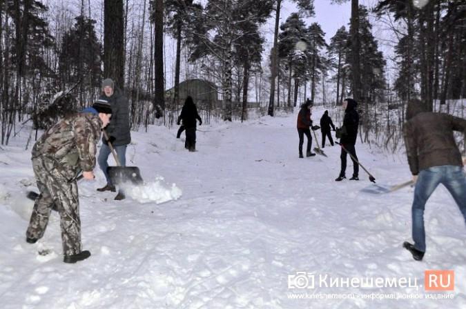 Кинешемский лихач на «УАЗе», испортивший лыжные трассы, приступил к их восстановлению фото 2
