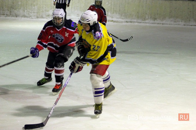 В хоккейном дерби Кинешмы забросили 25 шайб фото 21