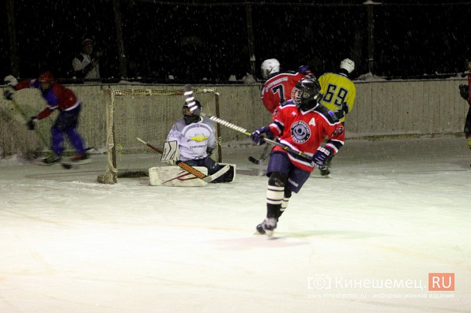 В хоккейном дерби Кинешмы забросили 25 шайб фото 12