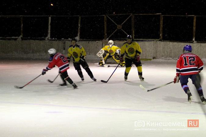 В хоккейном дерби Кинешмы забросили 25 шайб фото 17