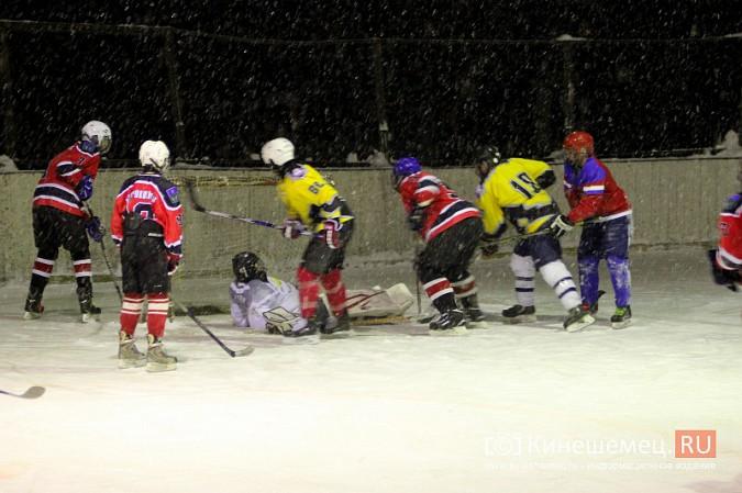 В хоккейном дерби Кинешмы забросили 25 шайб фото 25