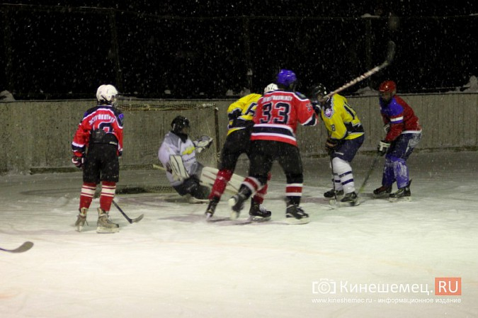 В хоккейном дерби Кинешмы забросили 25 шайб фото 24
