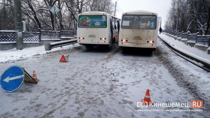 Из-за аварии на Никольском мосту все автомобили едут через Кузнецкий фото 3