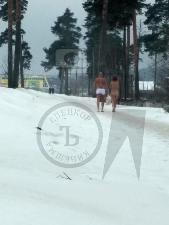 В Кинешме у нового детского сада гуляла голая парочка фото 3