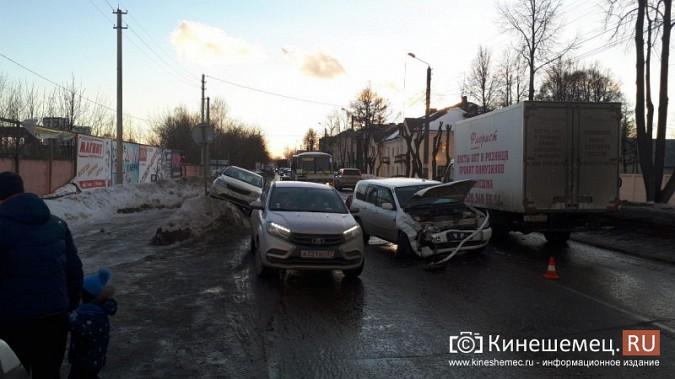 Из-за аварии на улице Вичугской Кинешма встала в огромную пробку фото 6