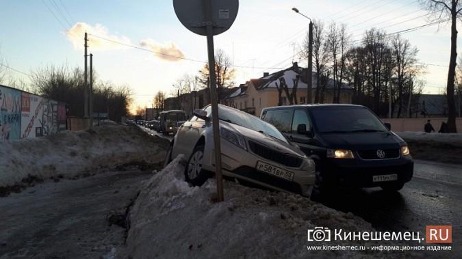 Из-за аварии на улице Вичугской Кинешма встала в огромную пробку фото 2