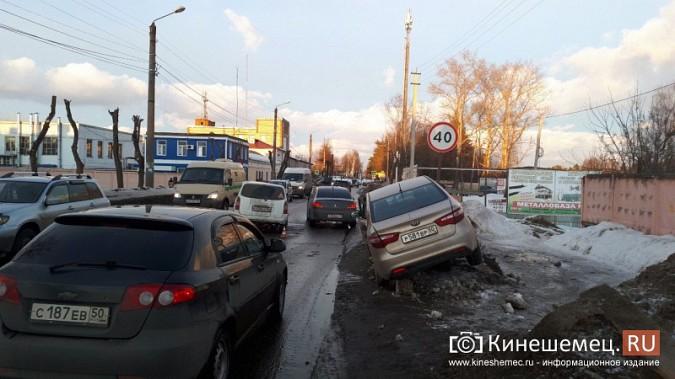 Из-за аварии на улице Вичугской Кинешма встала в огромную пробку фото 3