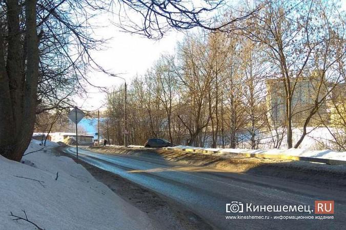На улице Советская «Рено» чуть не вылетела с обрыва фото 3