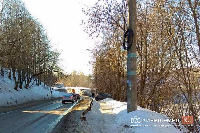 На улице Советская «Рено» чуть не вылетела с обрыва фото 4