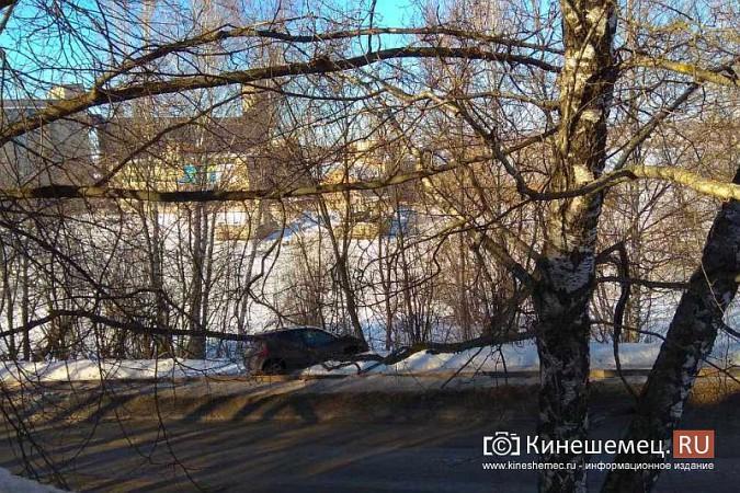 На улице Советская «Рено» чуть не вылетела с обрыва фото 5