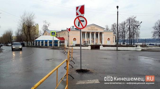 Бывшую парковку у памятника В.И.Ленину окружили запрещающими знаками фото 10