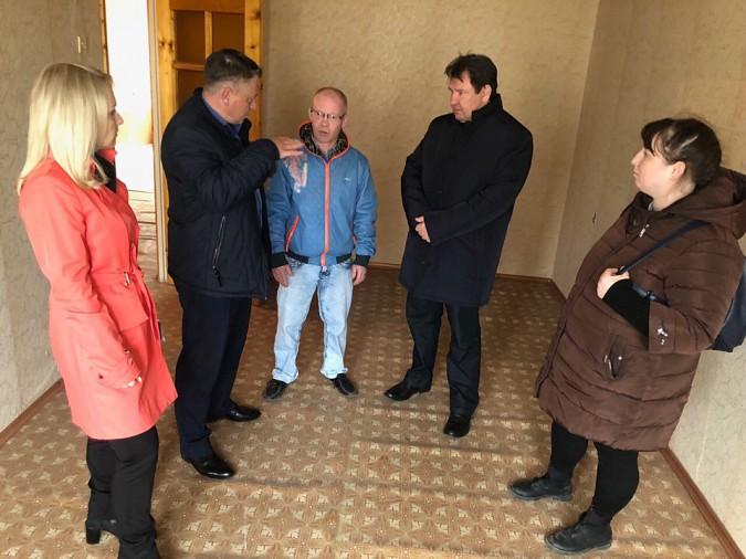 В Кинешме потерявшей кров многодетной семье выделили трехкомнатную квартиру фото 2