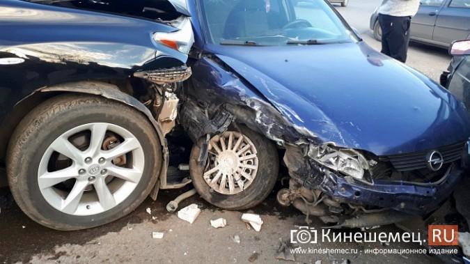 Сразу три автомобиля столкнулись на перекрестке улиц 50-летия Комсомола и Сеченова фото 7