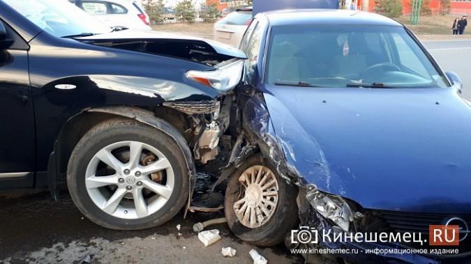 Сразу три автомобиля столкнулись на перекрестке улиц 50-летия Комсомола и Сеченова фото 4