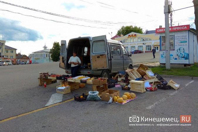 На центральной площади Кинешмы развернулась незаконная торговля овощами и фруктами фото 2