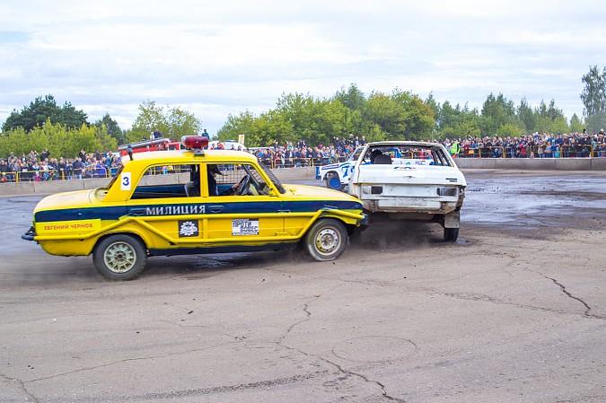 В Кинешме в четвертый раз прошли гладиаторские бои машин фото 5