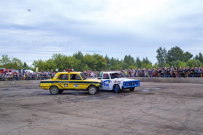 В Кинешме в четвертый раз прошли гладиаторские бои машин фото 28