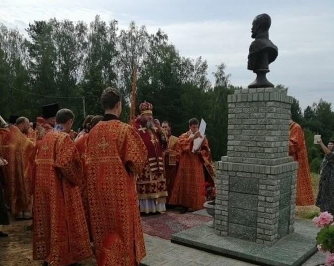 В Еремино Заволжского района освятили бюст Николая II фото 4