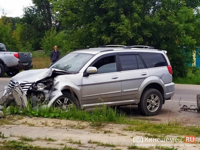 В Кинешме в результате ДТП с учебным авто кроссовер «Hover H5» врезался в опору ЛЭП фото 4