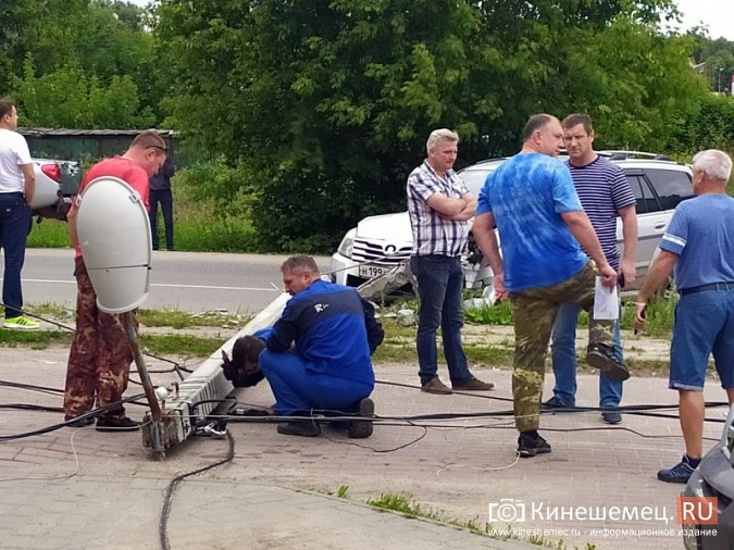 В Кинешме в результате ДТП с учебным авто кроссовер «Hover H5» врезался в опору ЛЭП фото 6