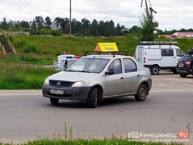 В Кинешме в результате ДТП с учебным авто кроссовер «Hover H5» врезался в опору ЛЭП фото 3