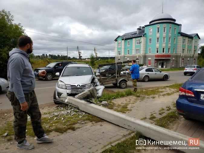 В Кинешме в результате ДТП с учебным авто кроссовер «Hover H5» врезался в опору ЛЭП фото 5