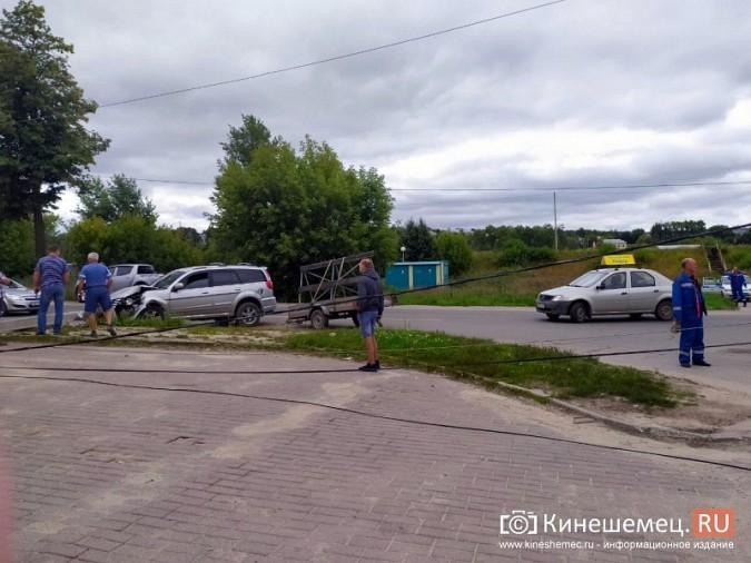 В Кинешме в результате ДТП с учебным авто кроссовер «Hover H5» врезался в опору ЛЭП фото 2