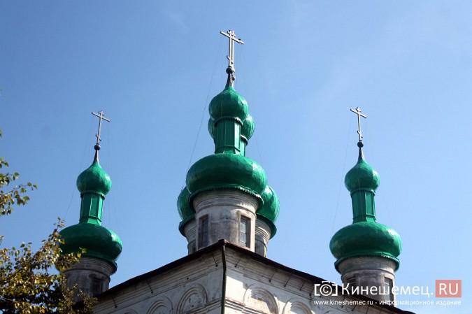 На храме Вознесения Господня покрасили купола фото 3