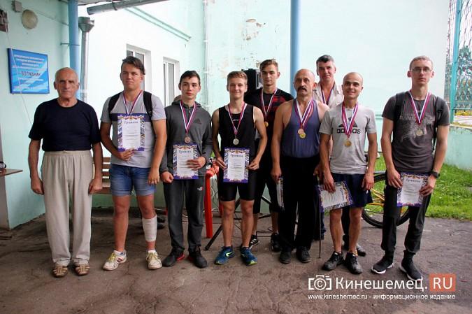 В честь «Дня российского флага» в Кинешме прошли состязания по русскому жиму фото 14