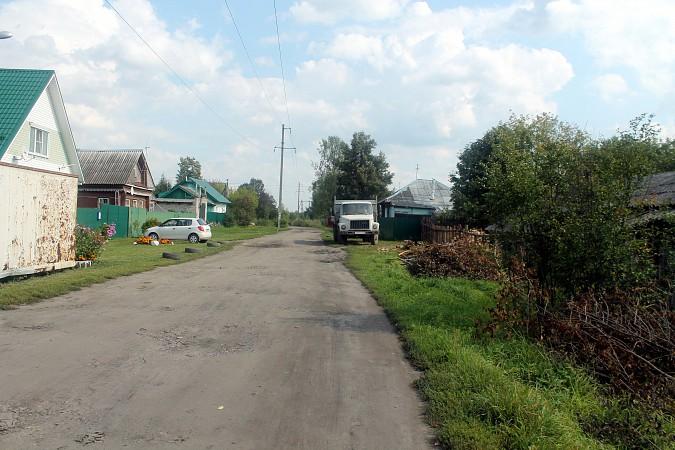 На улице Фомина сосед обустроил себе парковку для грузовика у дома напротив фото 6