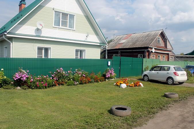 На улице Фомина сосед обустроил себе парковку для грузовика у дома напротив фото 5