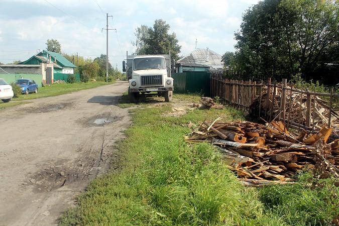 На улице Фомина сосед обустроил себе парковку для грузовика у дома напротив фото 4