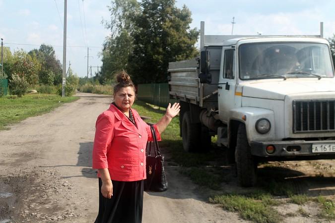 На улице Фомина сосед обустроил себе парковку для грузовика у дома напротив фото 7