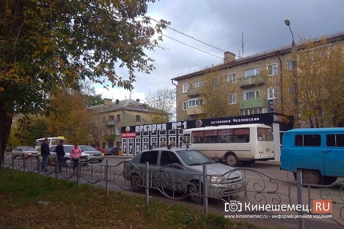 У светофора на «Чкаловском» автоавария фото 4