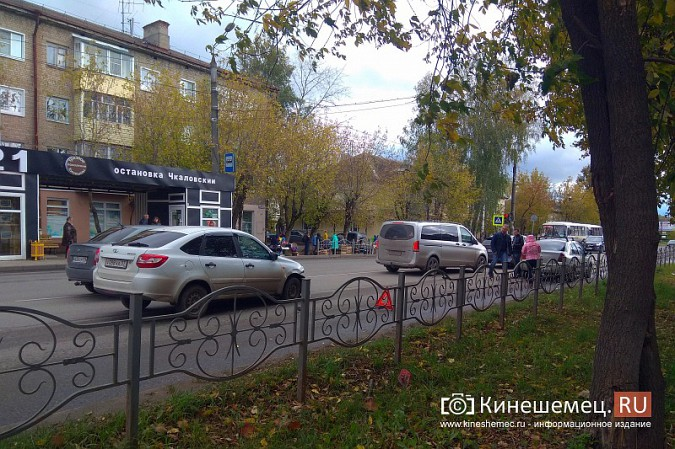 У светофора на «Чкаловском» автоавария фото 2