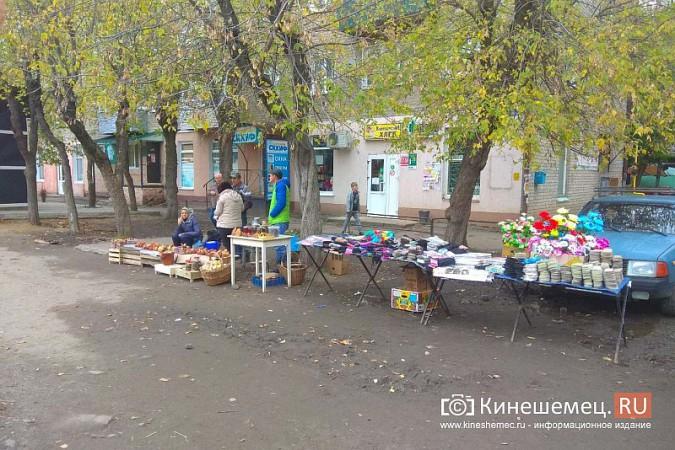 В Кинешме разгоняют микрорынок, где бабушки зарабатывали крохи к пенсии фото 17