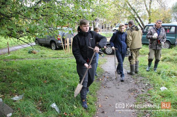 500 сосен высадили в сквере на улице Гагарина фото 7