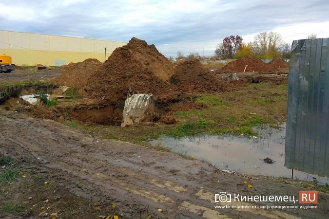 Возобновилось строительство второго здания самого большого торгового центра Кинешмы фото 2