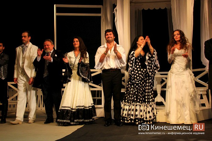 Губернатор Ивановской области оценил премьеру «Бесприданницы» в Кинешме фото 12